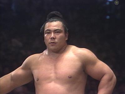 汗を流す千代の富士